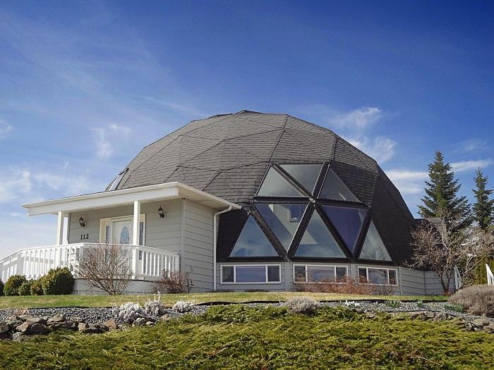 Благодаря своим свойствам, форма геодезического купола- наиболее устойчивая, а значит и безопасная форма для дома
