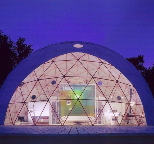Купольный дом с прозрачным фасадом