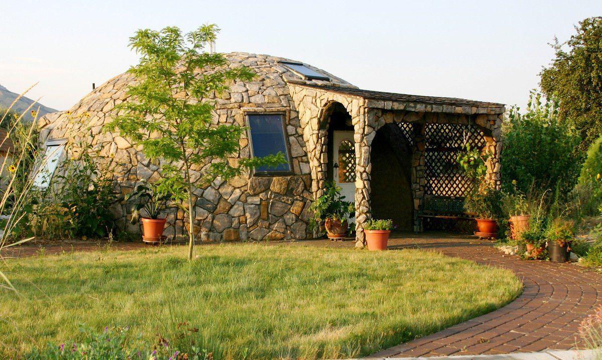 Купольный дом из натурального камня