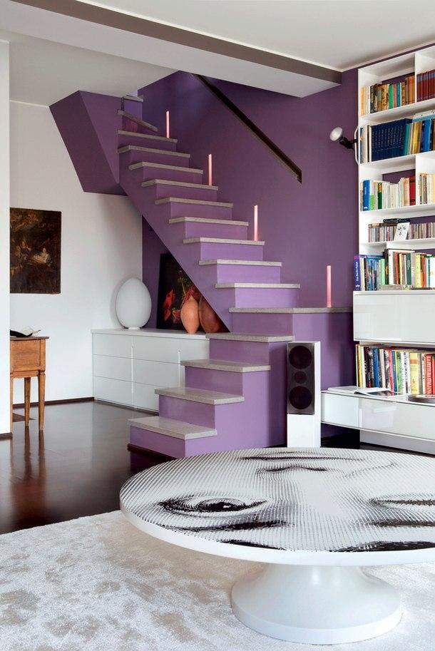 Контрастное использование лилового и белого и интерьера - стильный цветовой дуэт для современных интерьеров
