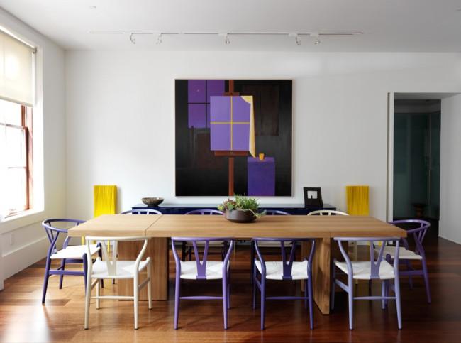 Стулья разных оттенков фиолетового - необычная идея оформления обеденной зоны