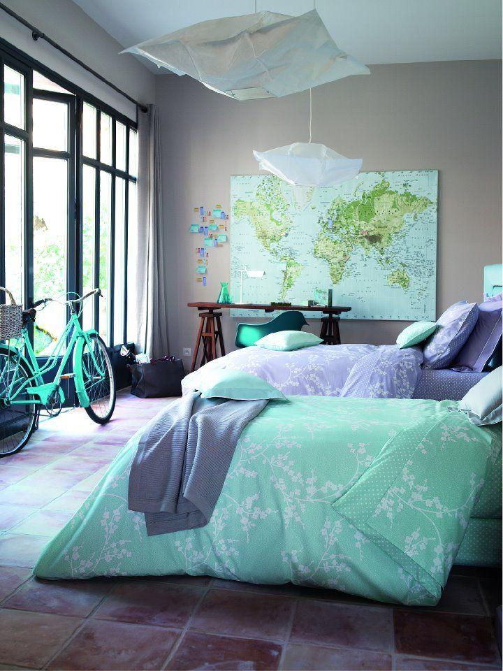 поскольку это цвет кашемир в интерьере комнаты набирается потом промокает