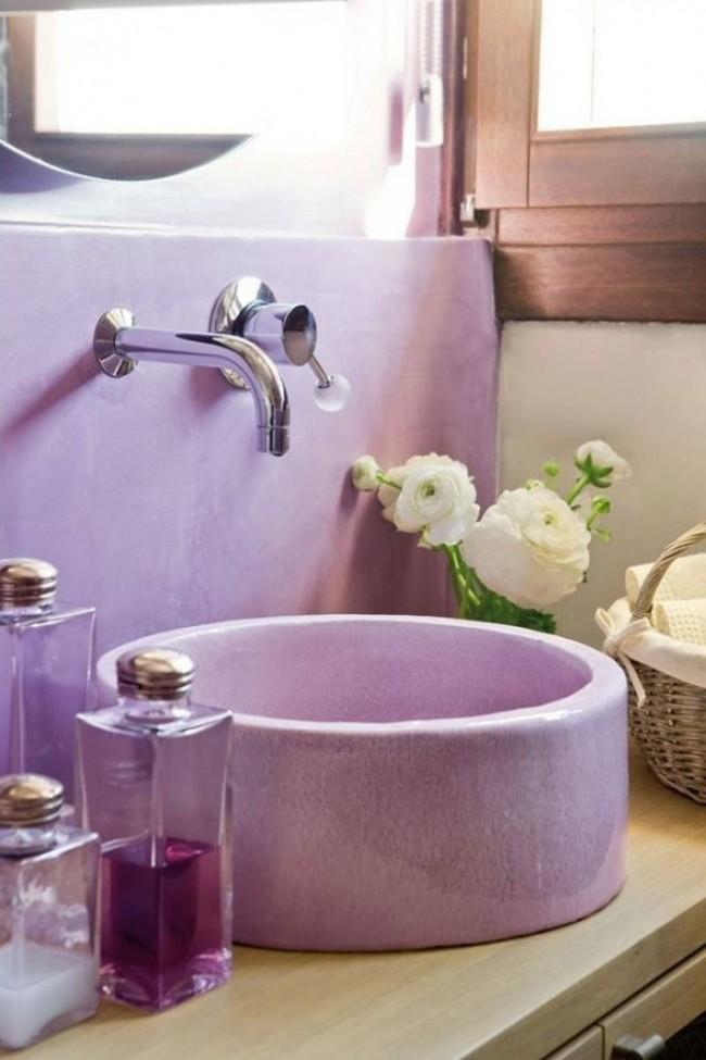 Использование лилового цвета в ванной - необычное решение