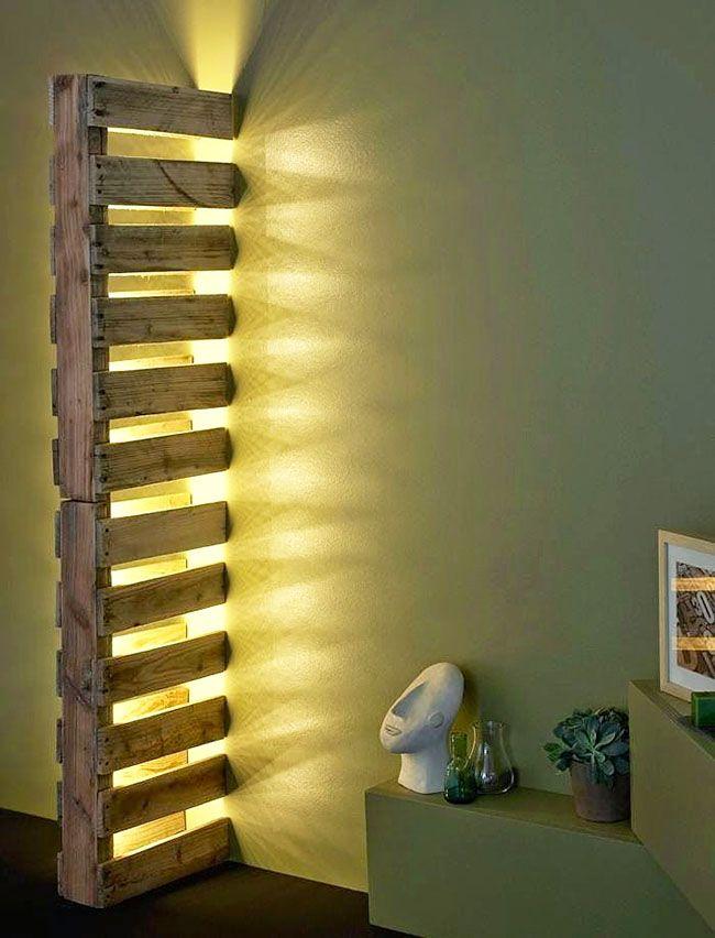 Перегородка со встроенным светильником из паллет
