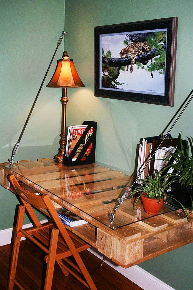 Письменный подвесной стол из поддонов