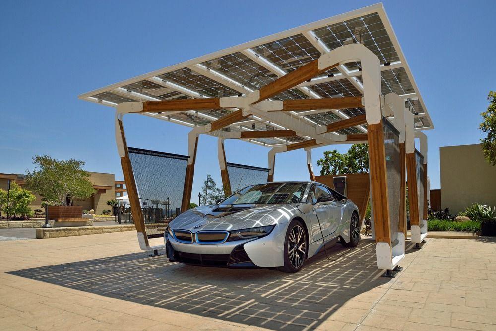 Навес для машины с крышей из солнечных батарей