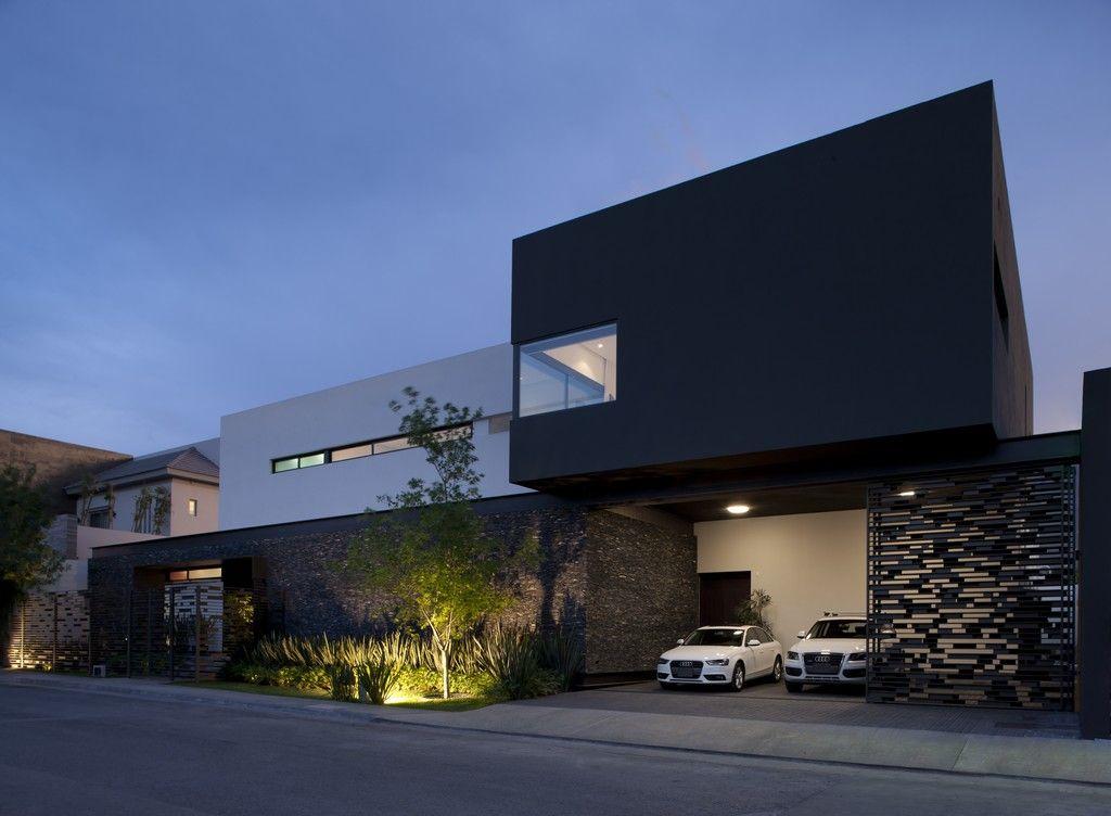 Навес для машин в нише современного дома