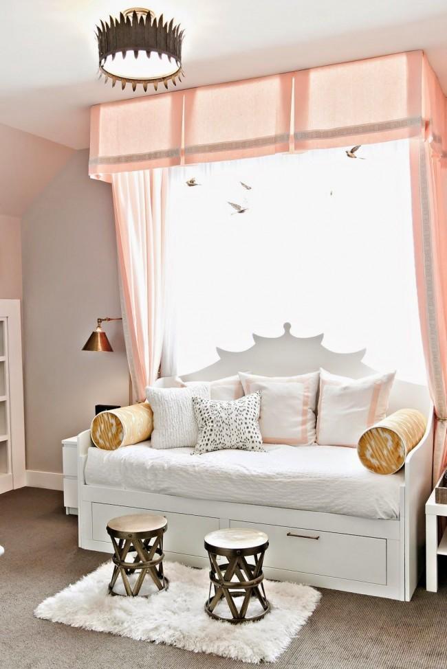 Тандем персикового с белым создает ощущение легкости и свежести