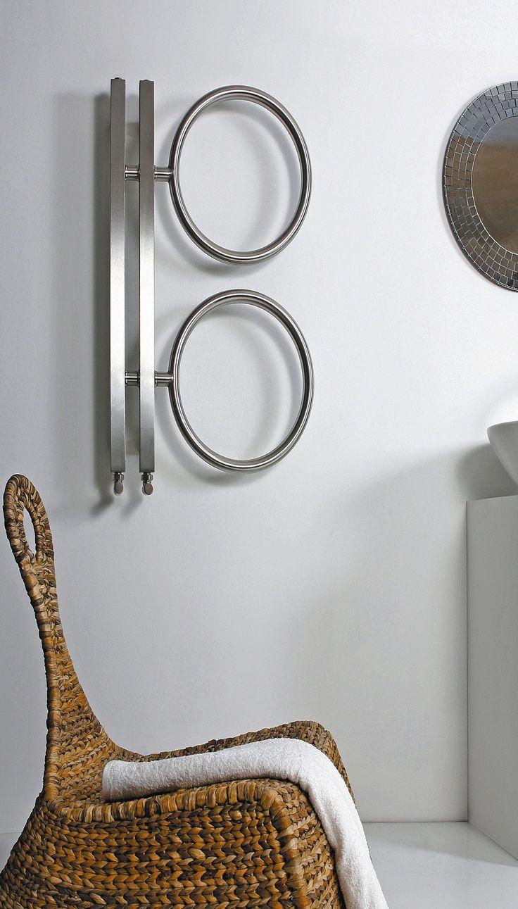 Полотенцесушитель необычной формы станет креативным акцентом ванной комнаты