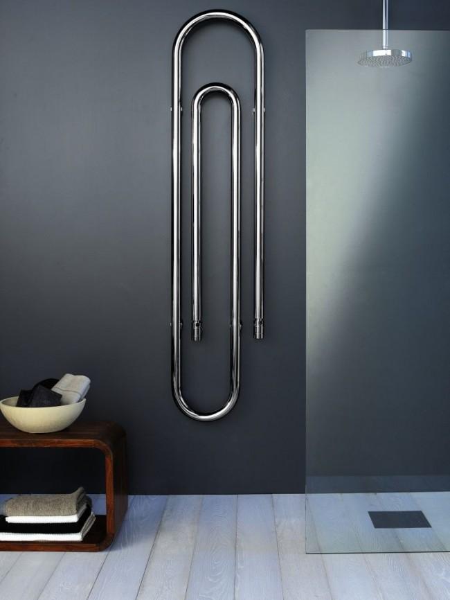 Полотенцесушитель из черной стали идеально подойдет для ванной комнаты в стиле хай-тек