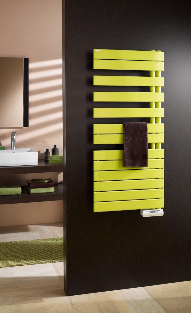 Полотенцесушитель необычного цвета способен сделать интерьер ванной комнаты ярче и оригинальнее
