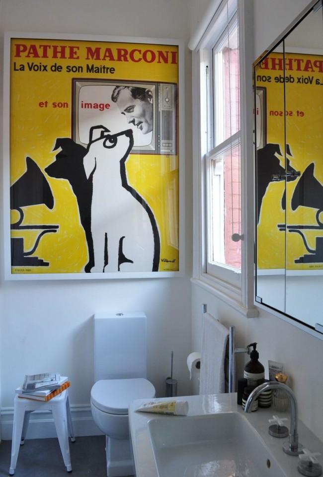 Винтажный постер в ванной комнтате