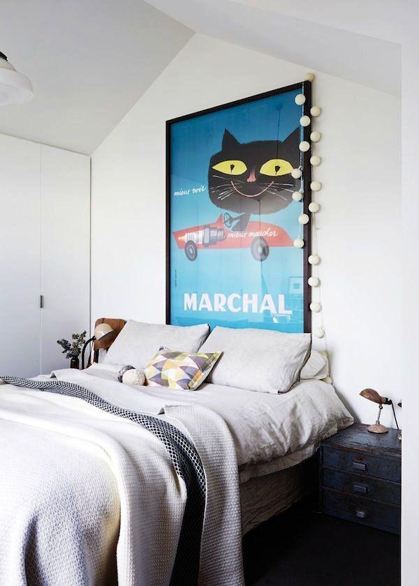 Акцентом комнаты является яркий постер