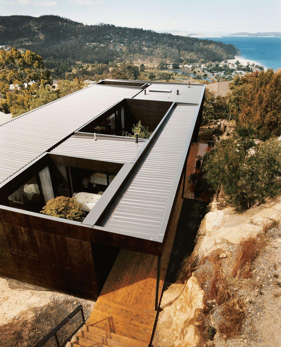 Дом с патио и плоской неэксплуатироемой крышей