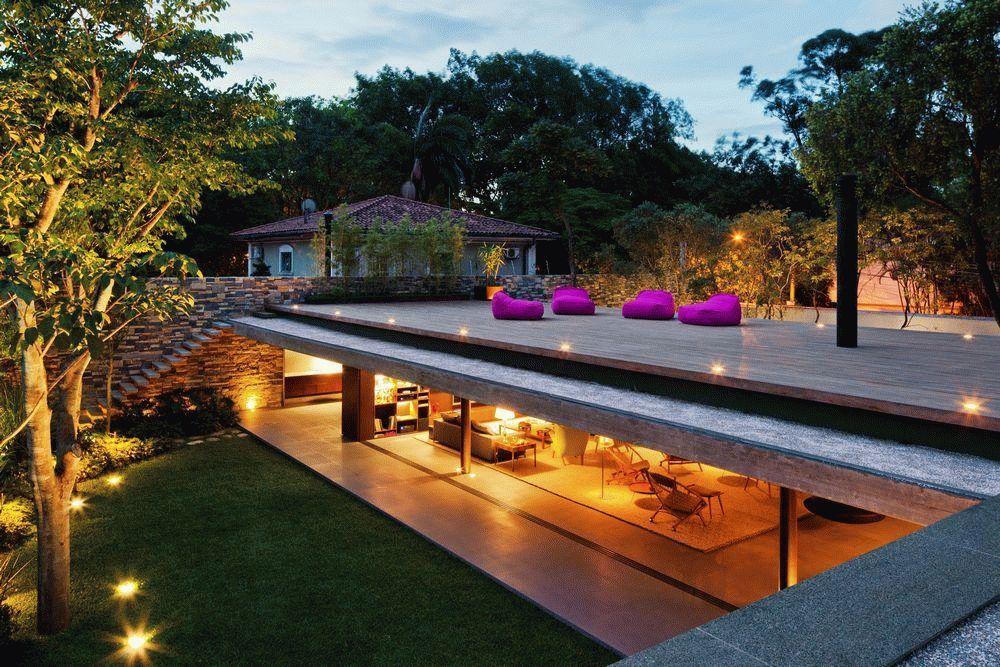 Уютная терраса на плоской крыше одноэтажного дома