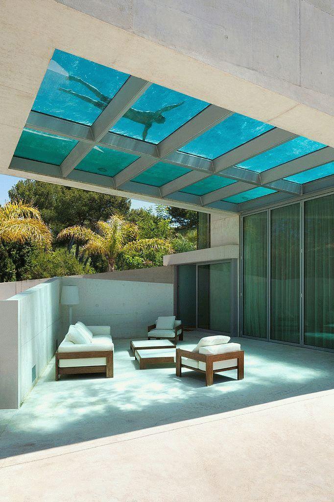 Бассейн с прозрачным дном на крыше