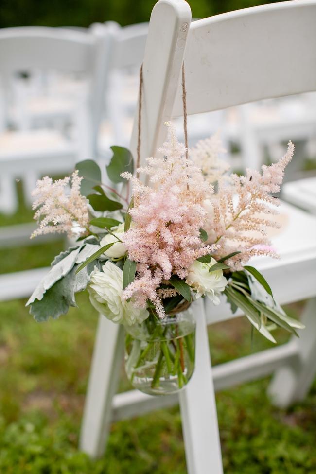 Живые цветы астильбы часто используются для свадебного и другого декора
