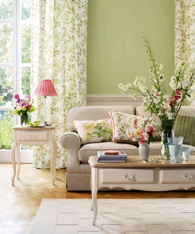 Фисташковый цвет хорошо сочетается с флоральным рисунком и пастельными цветами, поэтому хорош для оформления комнаты девочки-подростка