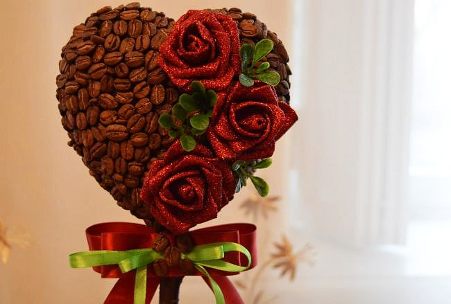 Кофейное дерево - милый подарок на день всех влюбленных, международный женский день, или просто романтичный подарок любимому человеку