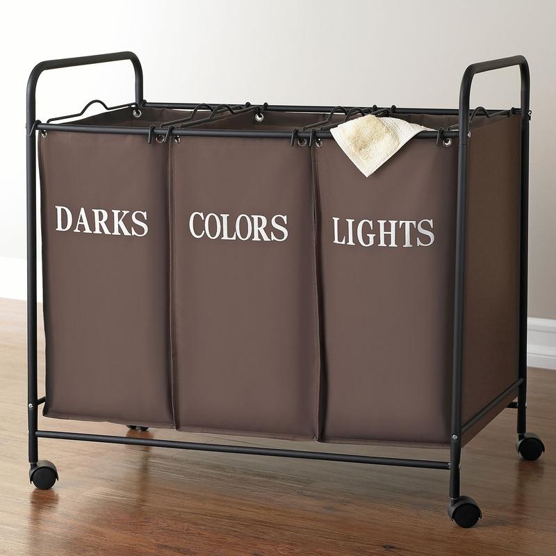 Сортировочная корзина темного цвета на колесиках
