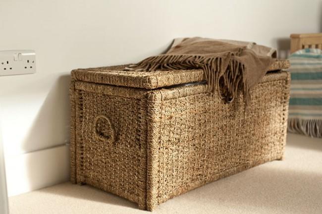 Плетеный сундук для белья с ручками и плоской крышкой