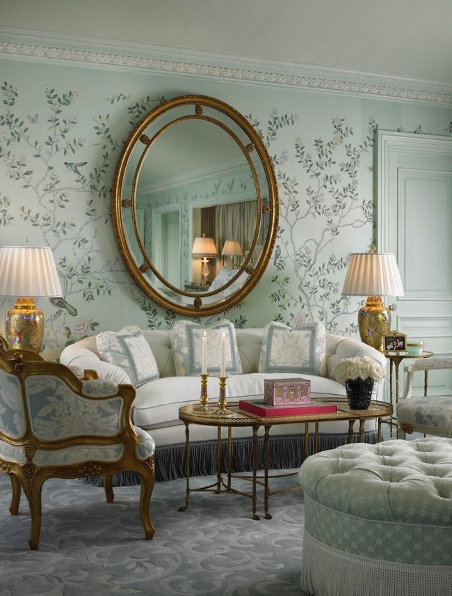 Нежный голубой может стать отсылкой к ретро-эре, где он был популярен в цветах обивки мебели