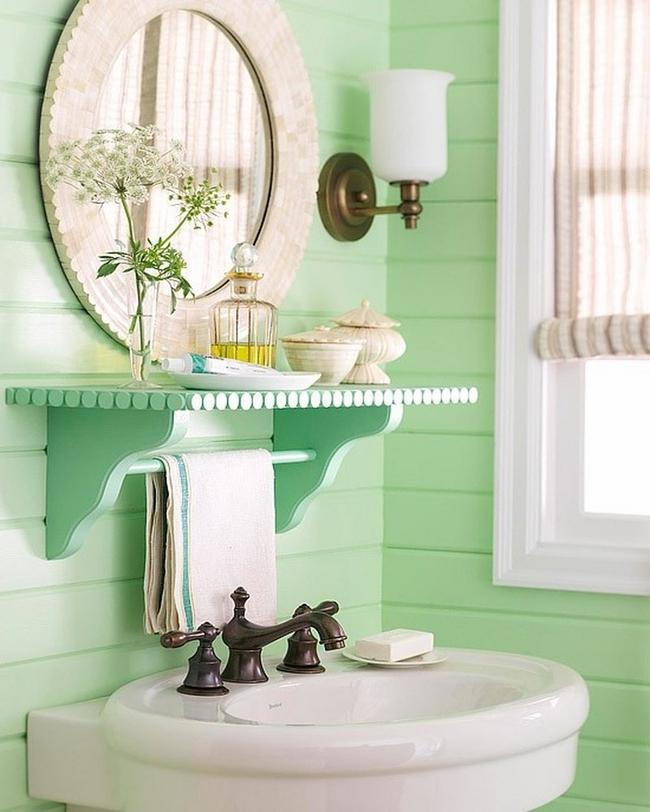 Ванная комната в прованском стиле, оформленная с преобладанием цвета кремовой мяты