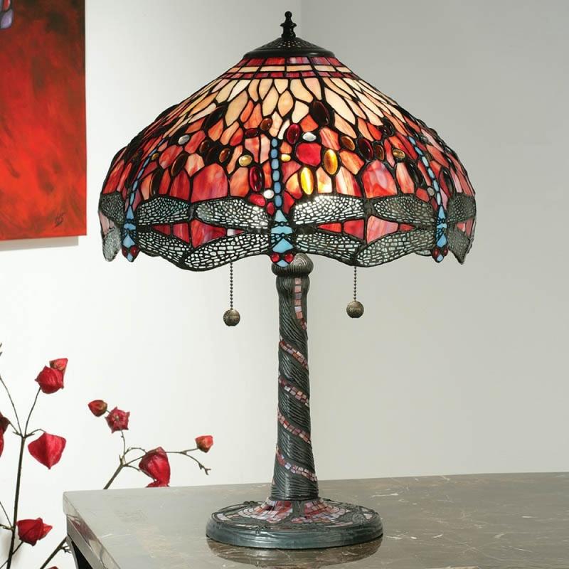 Настольные лампы Тиффани не нуждаются в представлении, и считаются отличным украшением практически интерьера практически любого стиля