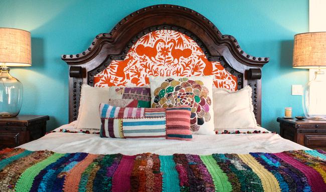 Сшитые вдоль узкие полоски тканей, вязаные полоски разных цветов - узнаваемые черты традиционного для южной Америки пэчворка