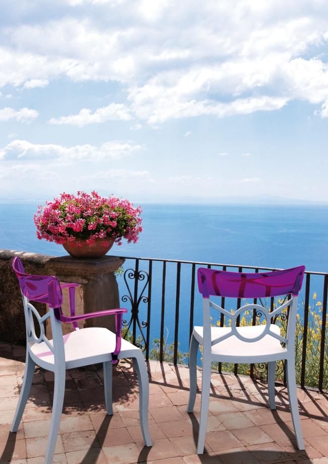 Пеларгония очень популярна в качестве украшения террас домов на побережьях