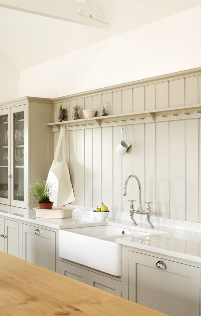 Панели, подобранные по цвету под кухонную мебель