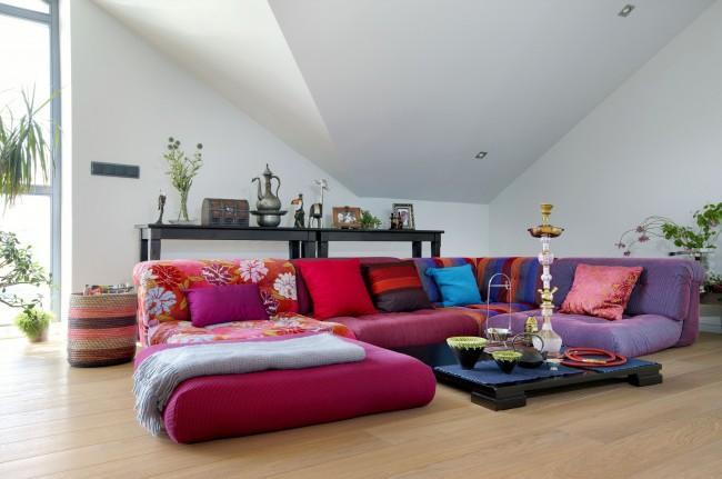 Уютный уголок для отдыха с кальяном нашел свое место и в интерьере современного дома