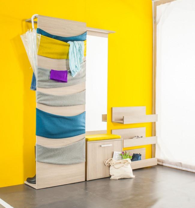 """Оригинальное решение - шкаф с множеством """"карманов"""" из ткани; внутри него можно повесить одежду и поставить обувь"""