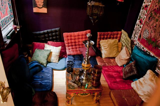 Декор кальянной комнаты должен способствовать расслаблению и отдыху