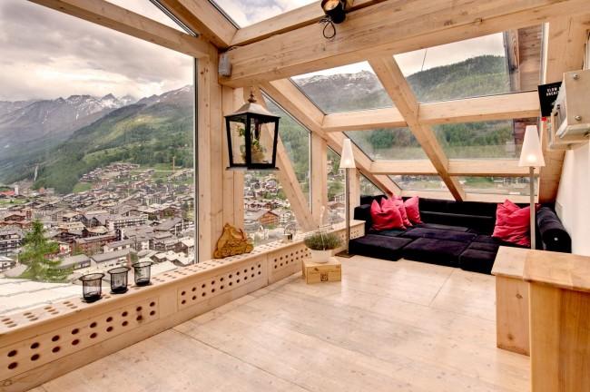 Мансардный этаж. Современные строительные материалы дают возможность не отказывать себе в роскоши панорамных окон в мансарде