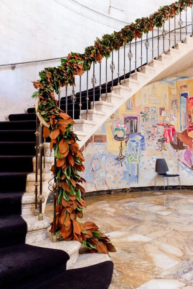 Лестница с изящными коваными балясинами