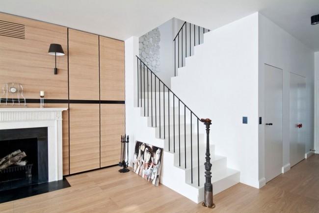 Минималистичная лестница с металлическими балясинами