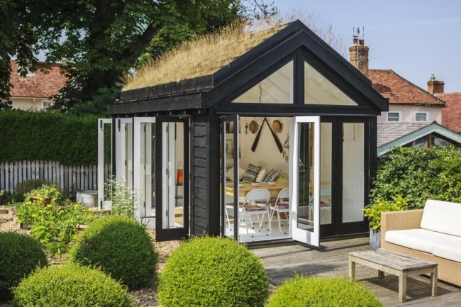 Деревянный домик для гостей
