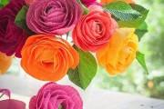 Фото 2 Цветы из гофрированной бумаги своими руками: лучшие мастер-классы и советы по декору