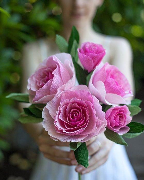 Нежные розы из бумаги в букете невесты