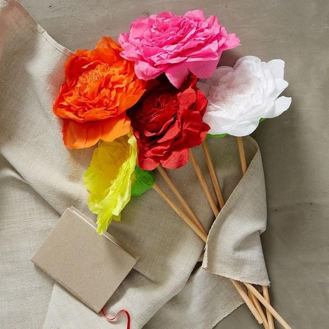 Ярко, красиво, реалистично - цветы из бумаги будут выглядеть не хуже живых, а радовать будут гораздо дольше