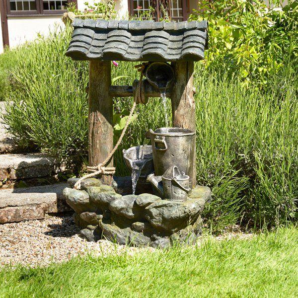 Красивый декоративный колодец с фонтаном