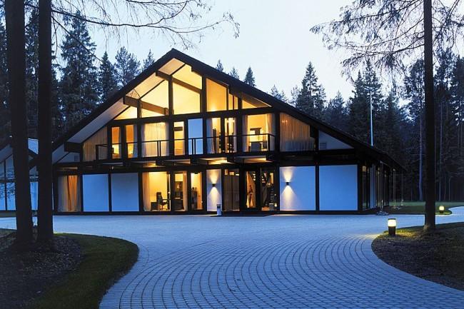 Современный стеклянный фахверковый дом - это стиль жизни в гармонии с природой