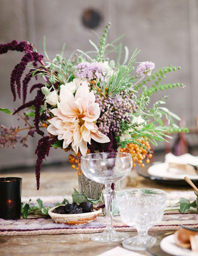 Георгины прекрасно смотрятся в букет с другими цветами