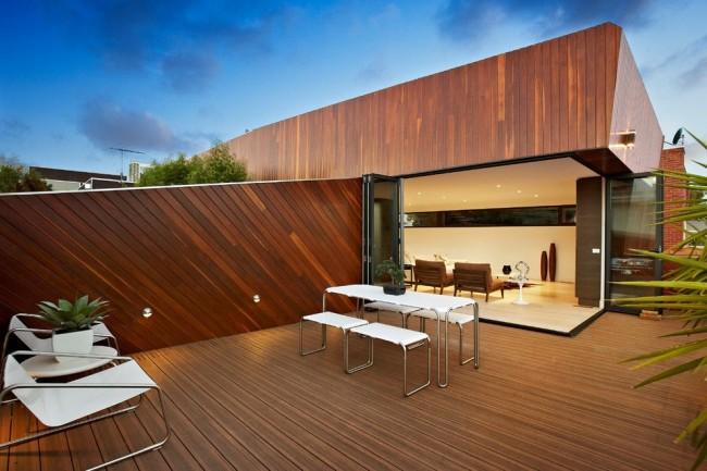 """Фасады """"под брус"""" являются вентилируемыми, их преимущество в недорогой стоимости, а также возможности всесезонной установки"""