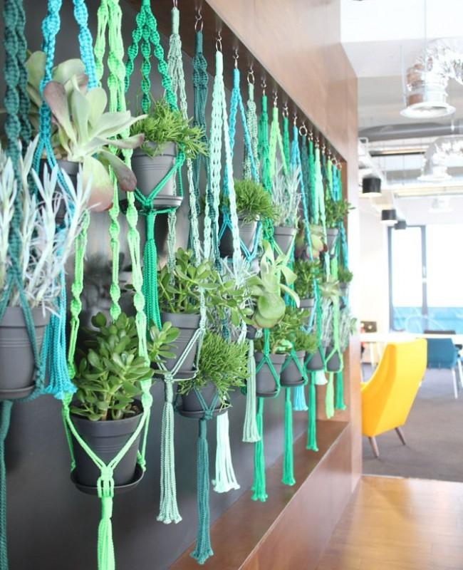 Кашпо из нитей всех оттенков зеленого - для декорирования интерьера