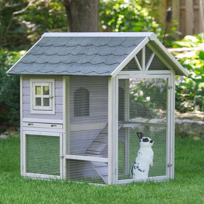 Двухэтажный домик с пространством для выгула кролика