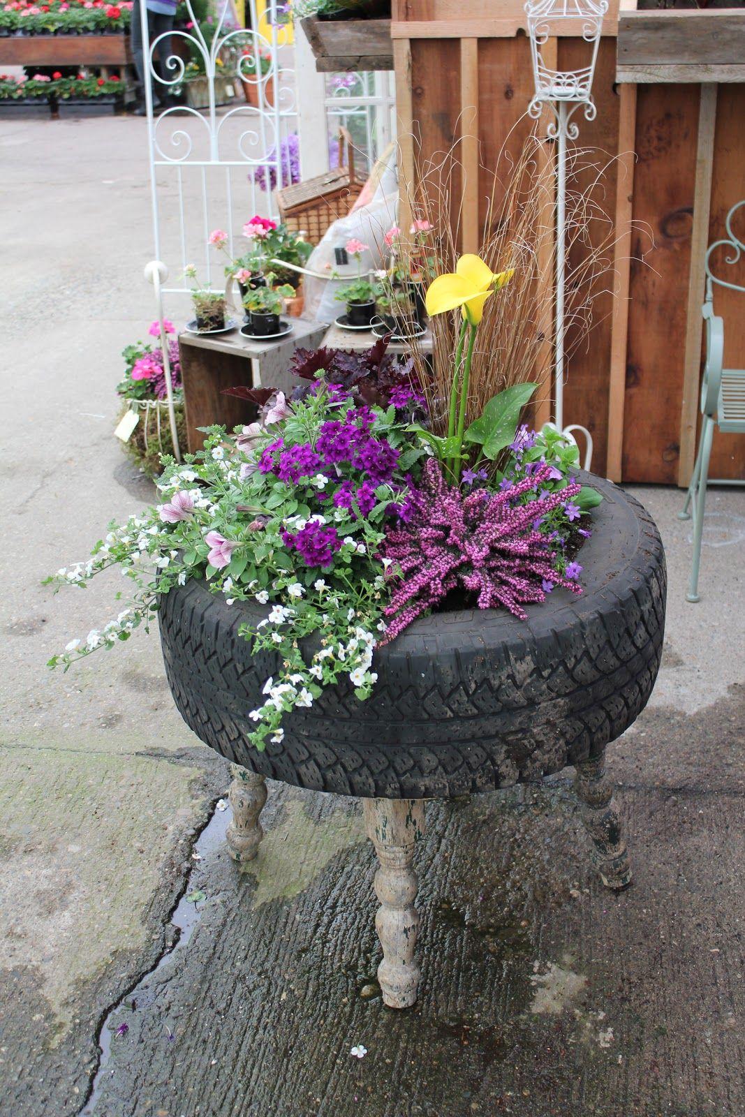 Поделки из шин : клумбы, вазоны, цветочники, садовые фигуры, мебель 1