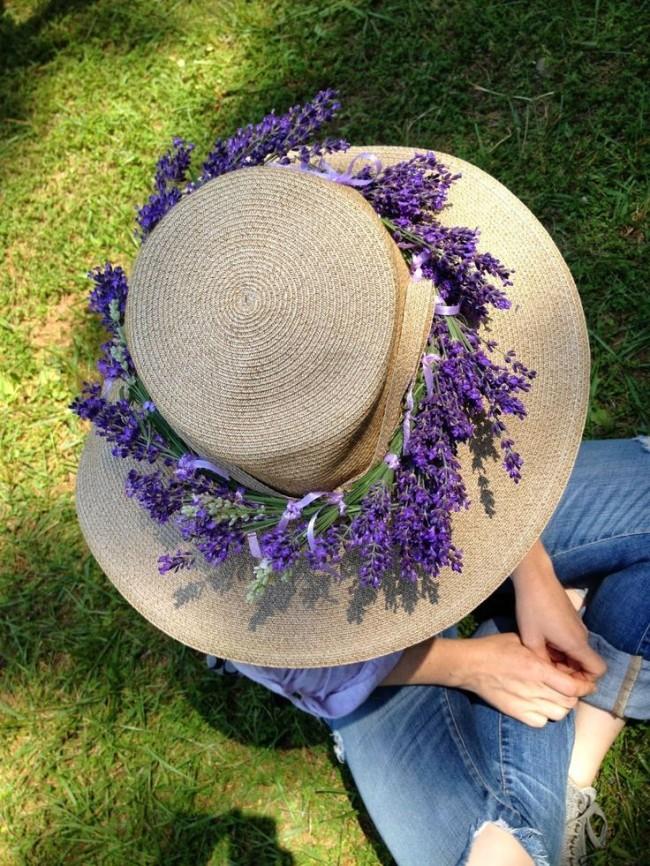 Красивый венок из цветов лаванды