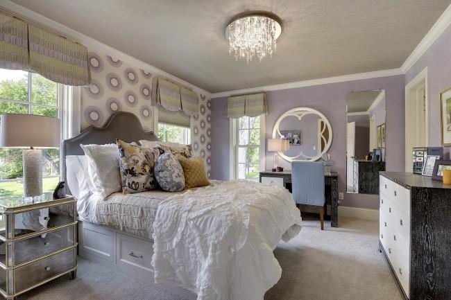 В лиловой спальне прохладно, спокойно – это прекрасная атмосфера для сна